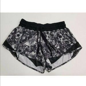 Lululemon Hotty Hot Shorts Flowabunga Size 4